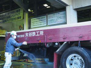 トラックの洗車