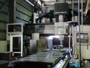 洲本事業所の五面加工機